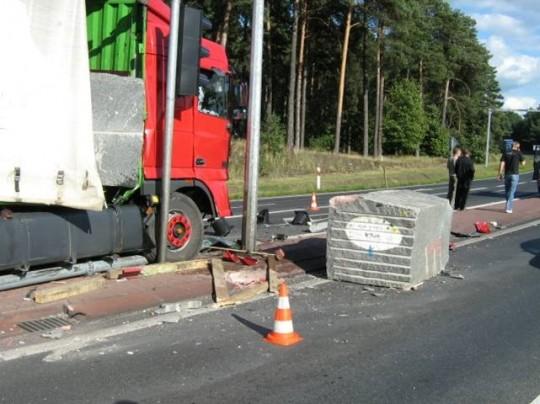 Bezprawność umownego przeniesienia odpowiedzialności z nadawcy na przewoźnika za skutki braku unieruchomienia ładunku w transporcie